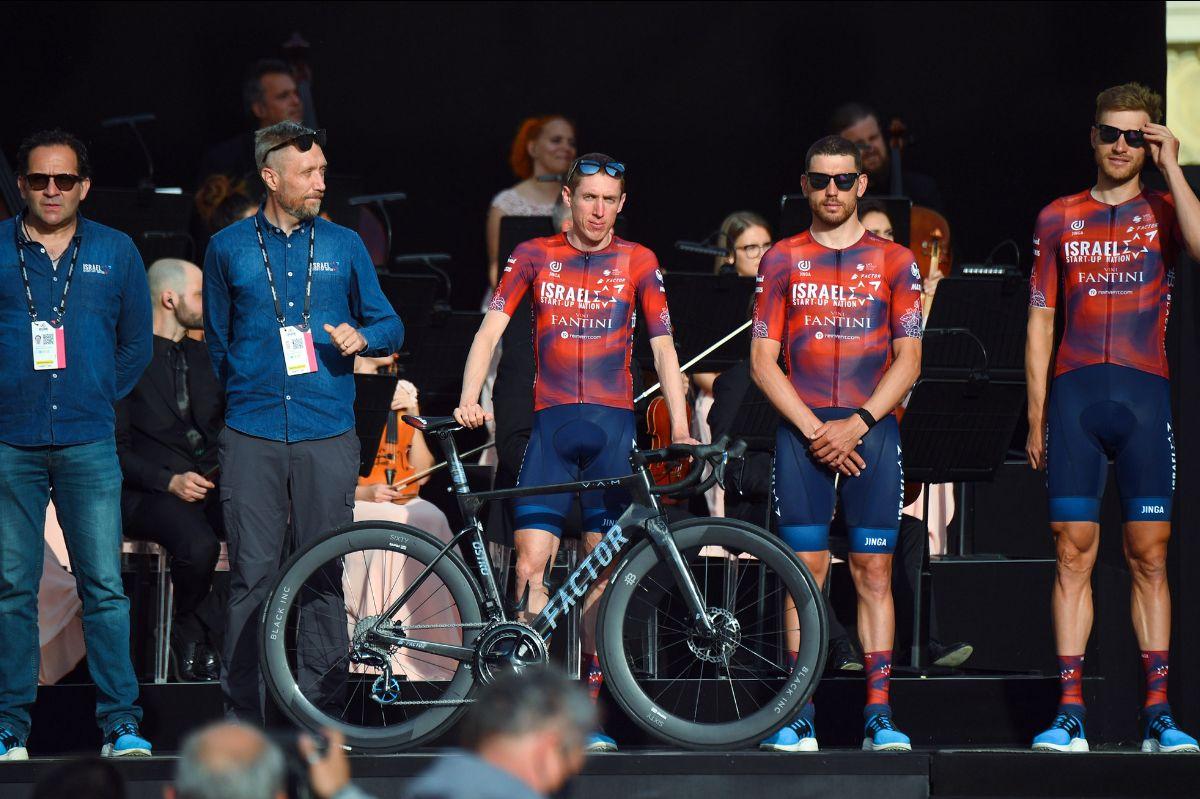 Dan Martin con scarpe UYN X-Cross all'evento di presentazione delle squadre del 104esimo Giro d'Italia. Credits: Bettiniphoto