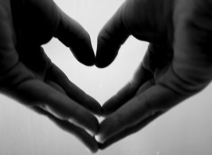 Two hands form a heart with their fingers