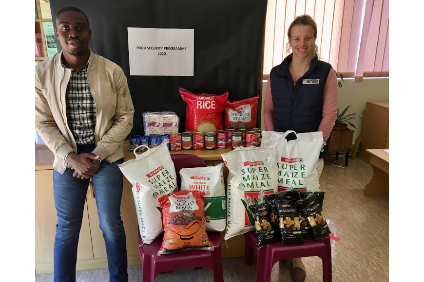 GLENWOOD SUPERSPAR SUPPORTS DUT TO ENSURE THAT NO STUDENT GOES HUNGRY