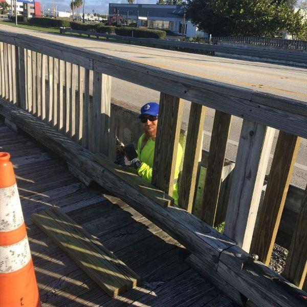 Staff Wood replacement on western Porter Bridge