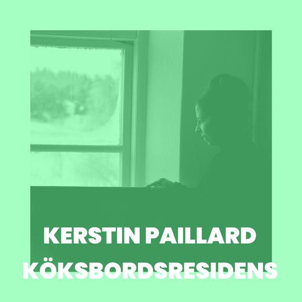 Foto av Kerstin Paillard vid fönster, monokrom bild i gröna toner.