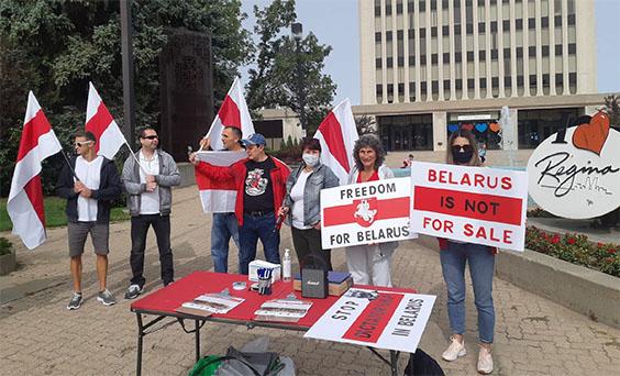 Photo: Belarusian Canadian community members in Regina demanding Lukashenko not sell Belarusian independence to Russia