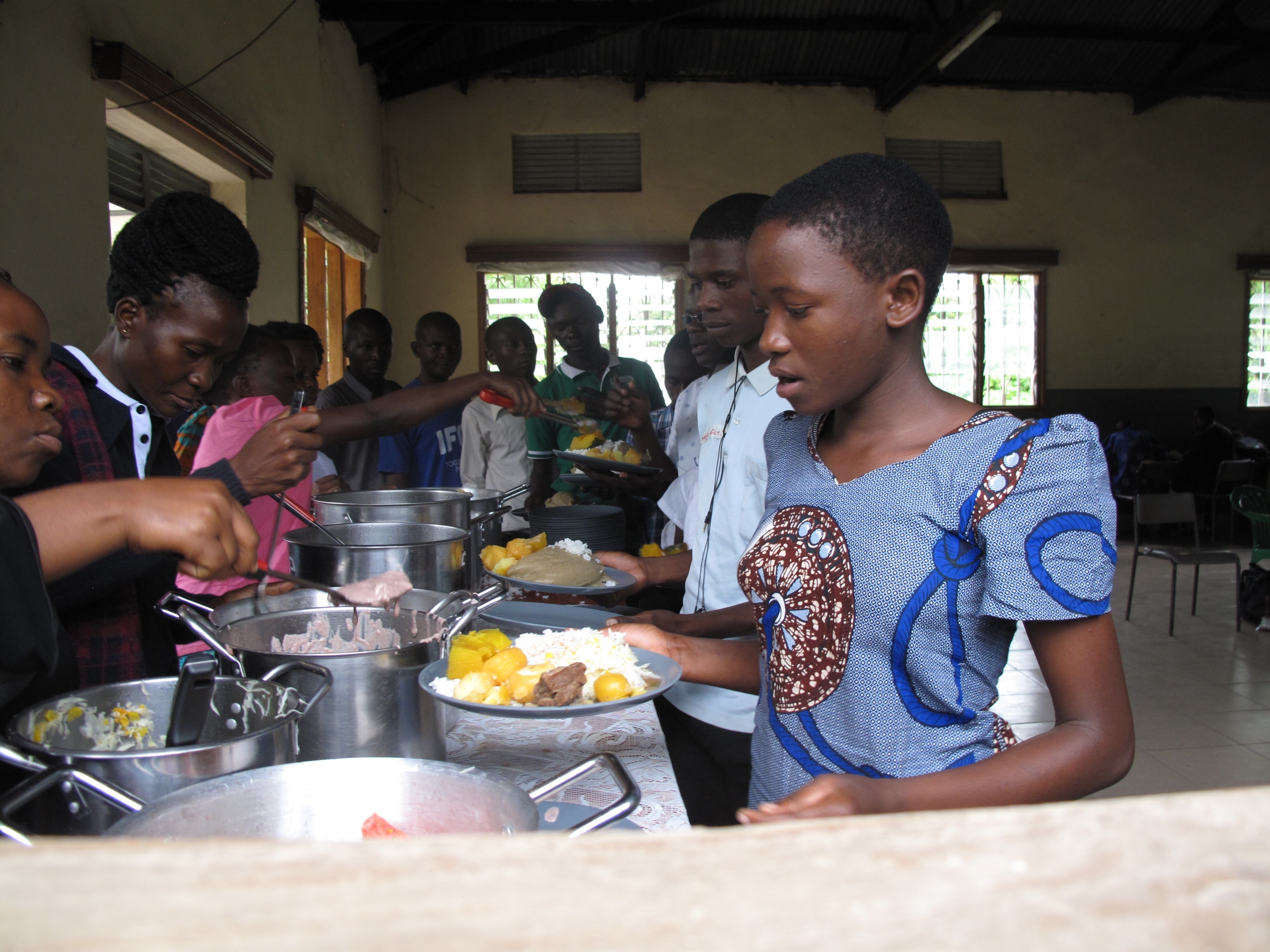 Children having lunch in Uganda