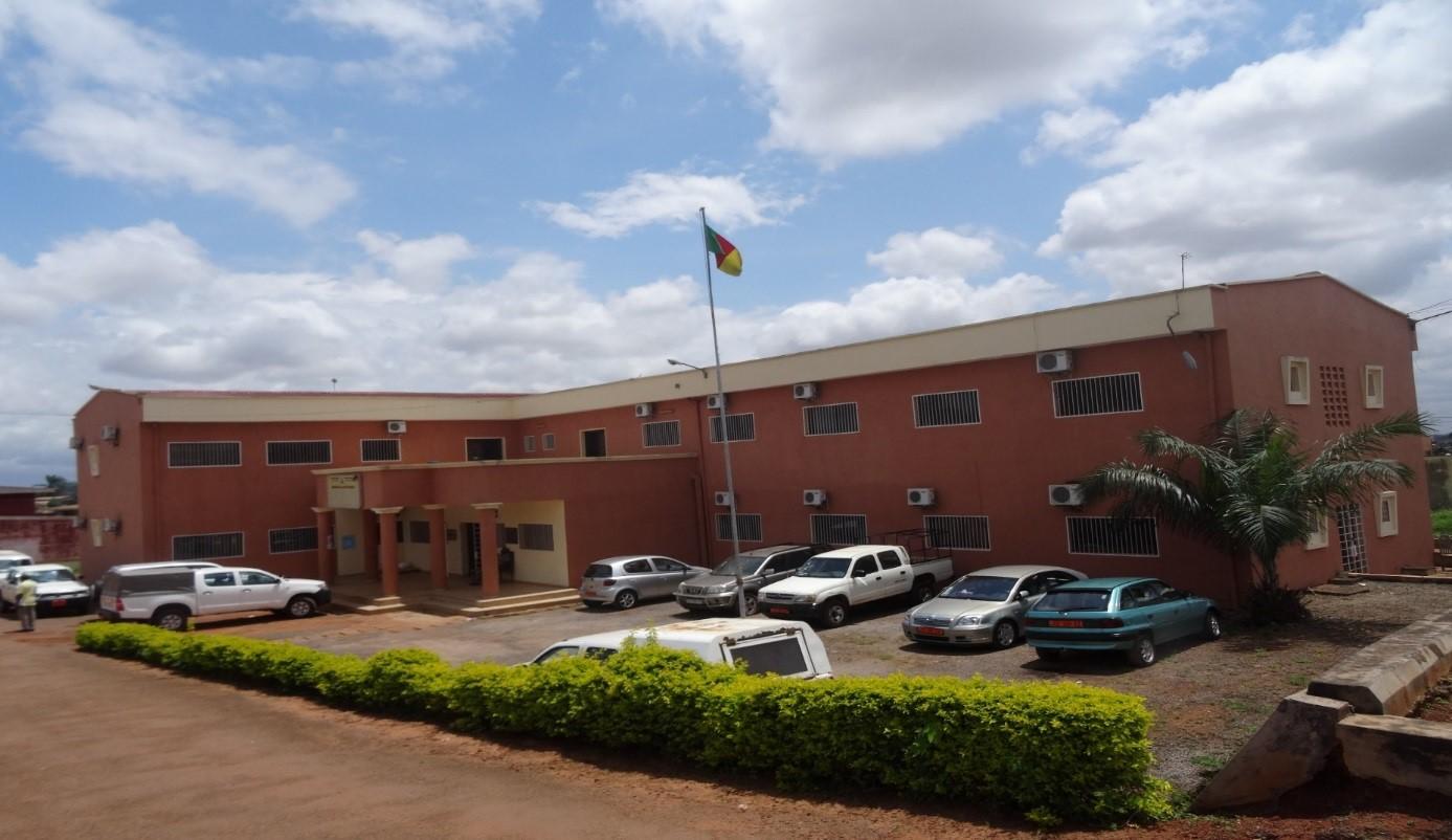 Une vue de face du bâtiment qui abrite l'ONSP du Cameroun, Rue Hôpital Jamot, Yaoundé-Cameroun