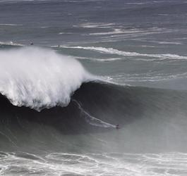Justine Dupont Surfing 73.5-foot Wave in Feb 2020 (by Machado)