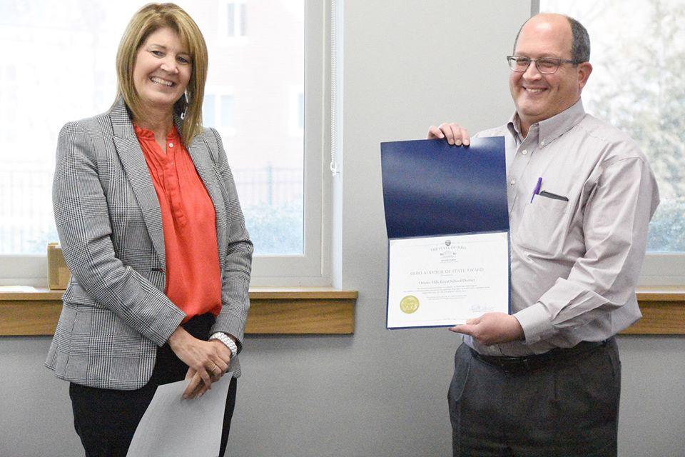 Brad Browne receives award