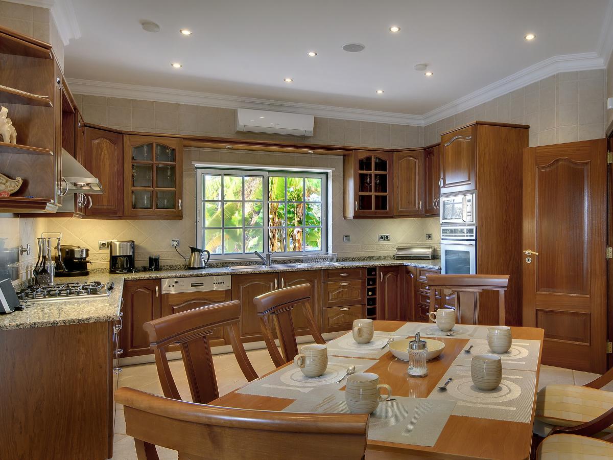 Portimao - Real Estate - Villas For Sale