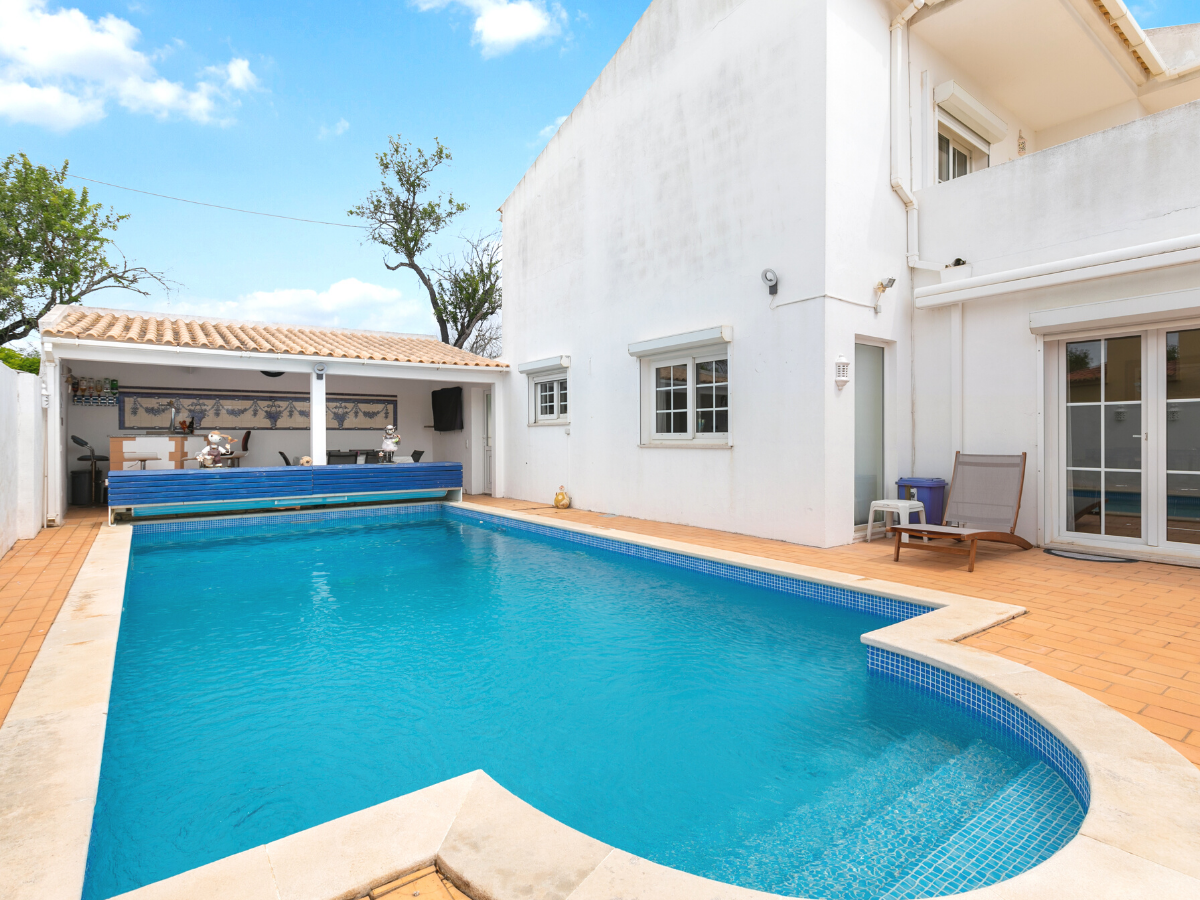 4 Bed Villa For Sale in Ferreiras