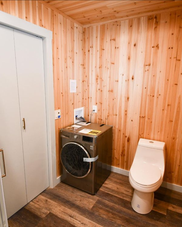 BLB toilet and washer/dryer