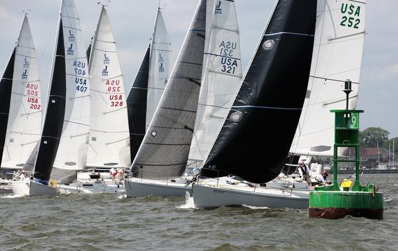 J/105s sailing Annapolis Two Bridge Fiasco Race