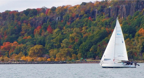 J/24 sailing on Hudson River, NY