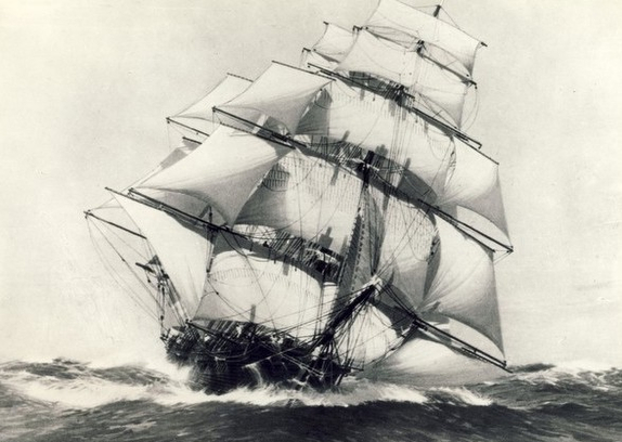 Clipper ship Flying Cloud under full sail