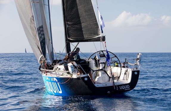 J/122 Liquid sailing in light airs