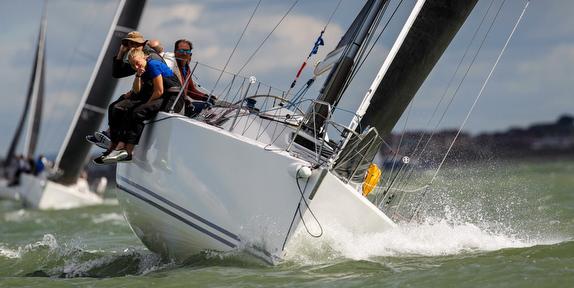 J/109 sailing upwind