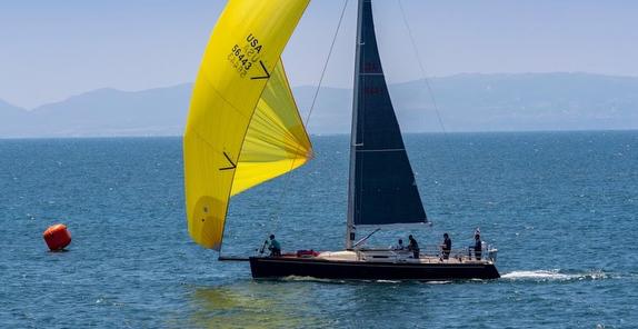 J/124 Marisol sailing offshore