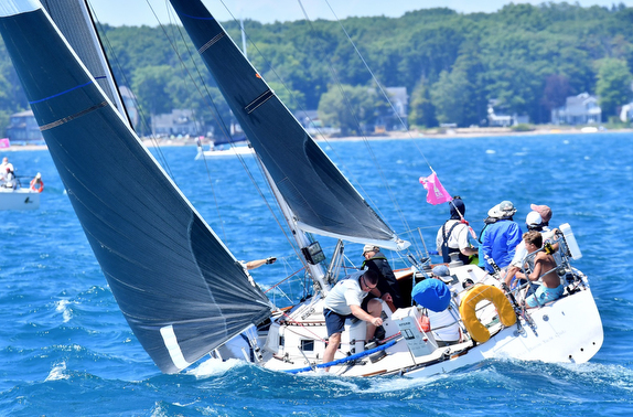 J/35 sailboat- sailing Bayview Mackinac Race