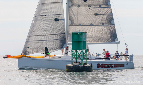 J/122 Moxiee sailing Edgartown Regatta