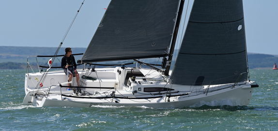 J/88 sailing singlehanded in Solent, England