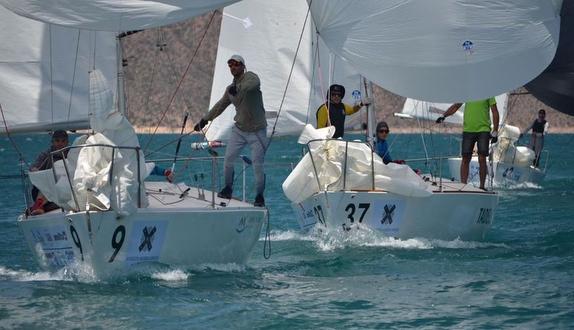 J/24s sailing in Argentina