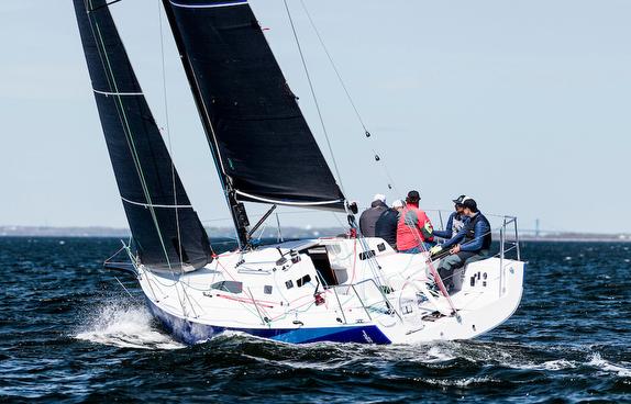 J/99 Quantum team tuning off Newport