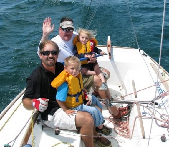 J/22 family sailboat sailing with children