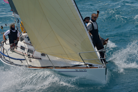 J/35 sailing Bayview to Mackinac Island race