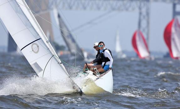 J/22 sailing Annapolis Two Bridge Fiasco Race