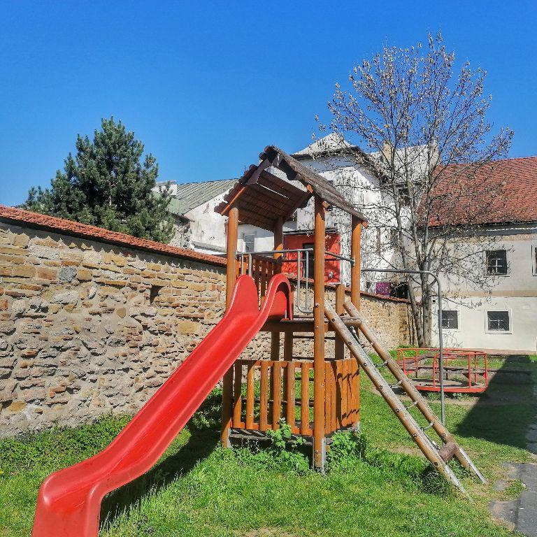 Detské ihrisko za Galériou Kolomana Sokola