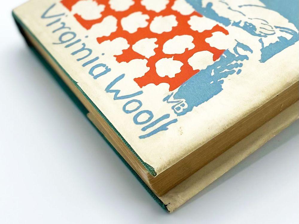 "Detail of Common Reader 2nd series focused on ""Woolf"""