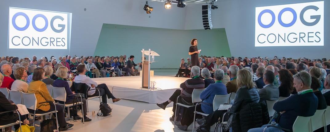 een impressie van de zaal tijdens een lezing