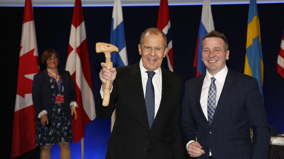 Handing over the Chairmanship gavel