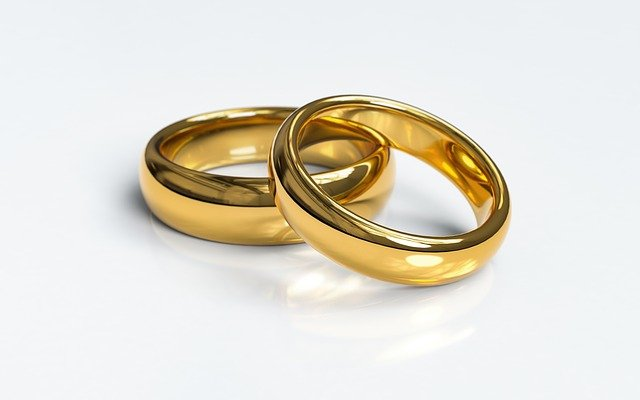 Image of two wedding rings