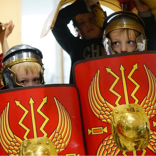 kinderen verkleed als romeinen