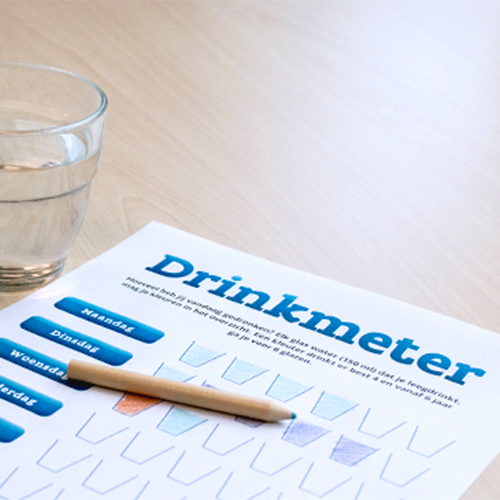 Glas water en drinkmeter