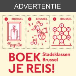 Advertentie voor Boek je reis – Stadsklassen Brussel met drie postzegels met daarop een schilderij van Magritte, muziek en het Atomium