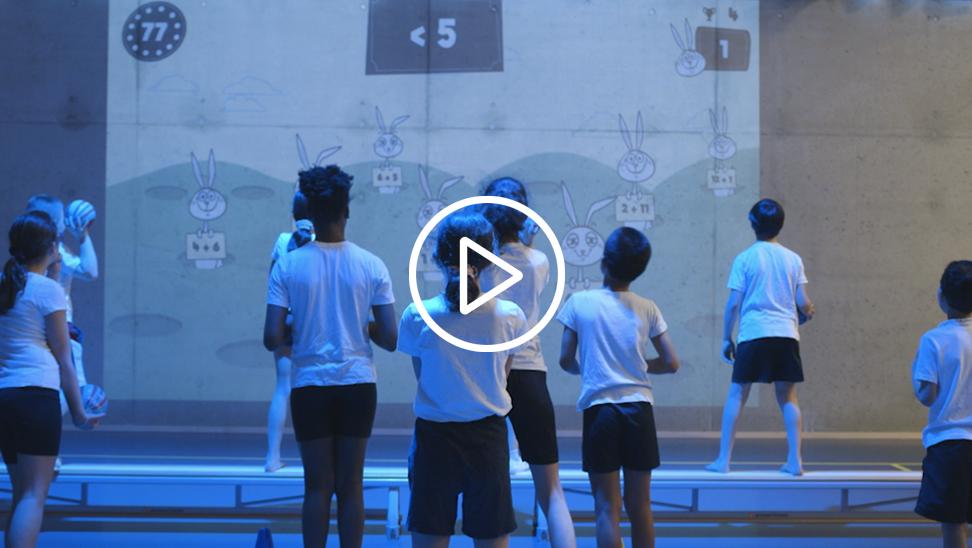 leerlingen tijdens de turnles