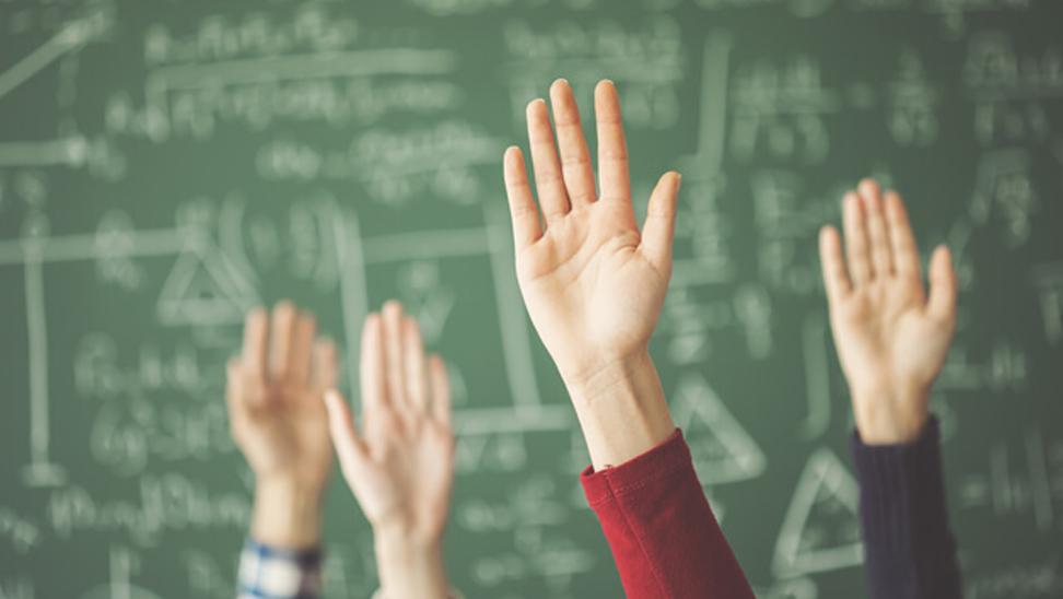 Handen in de lucht, er zijn vele vragen.