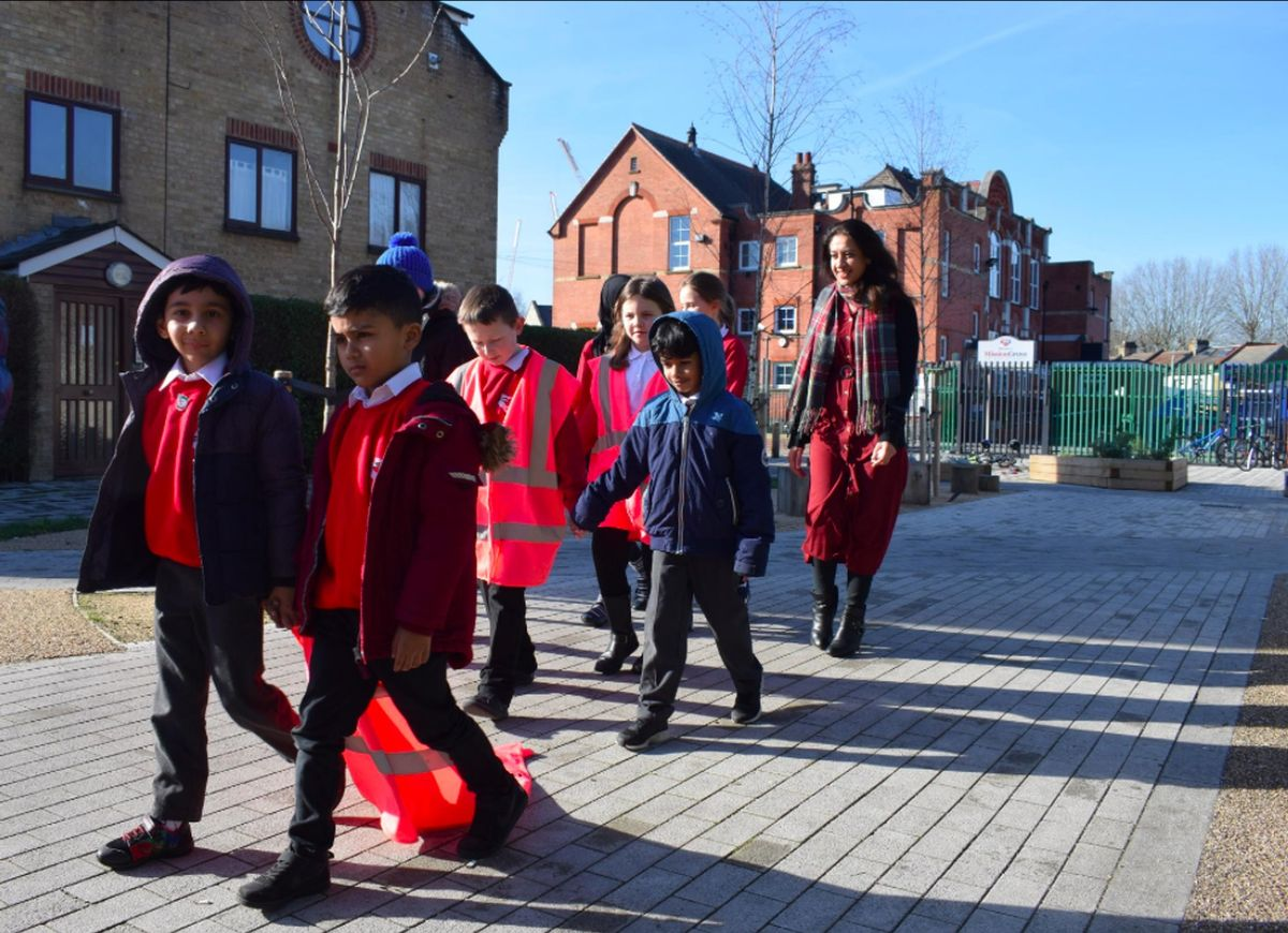 Government should work with schools to increase the number of school streets, says new report