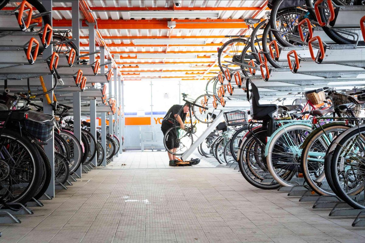 A cycle hub is to be built at Hackney Central Overground station