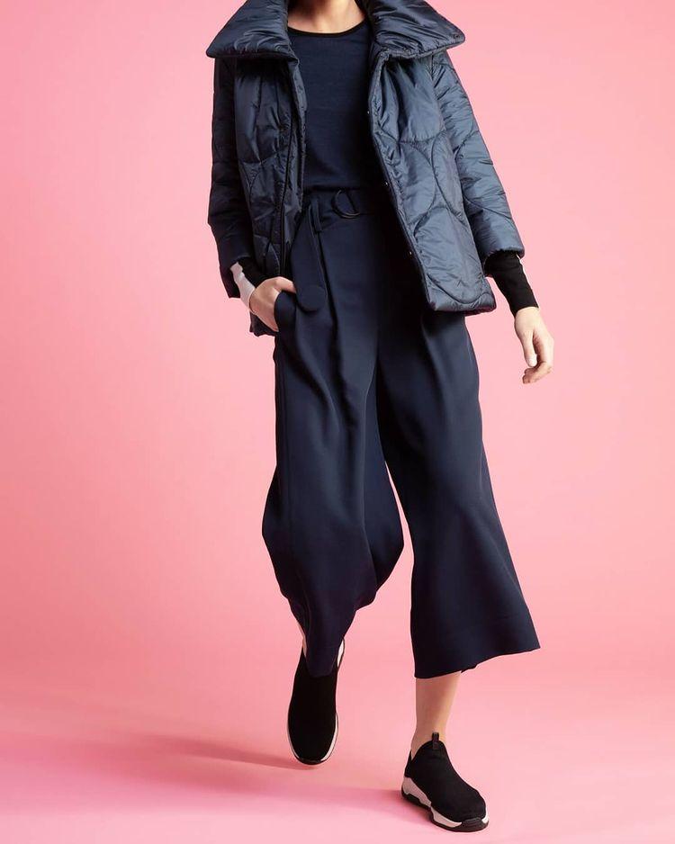 Akris punto sporty Jacket and oversized navy pants
