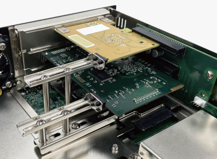 Adjustable PCIe Card Retainer