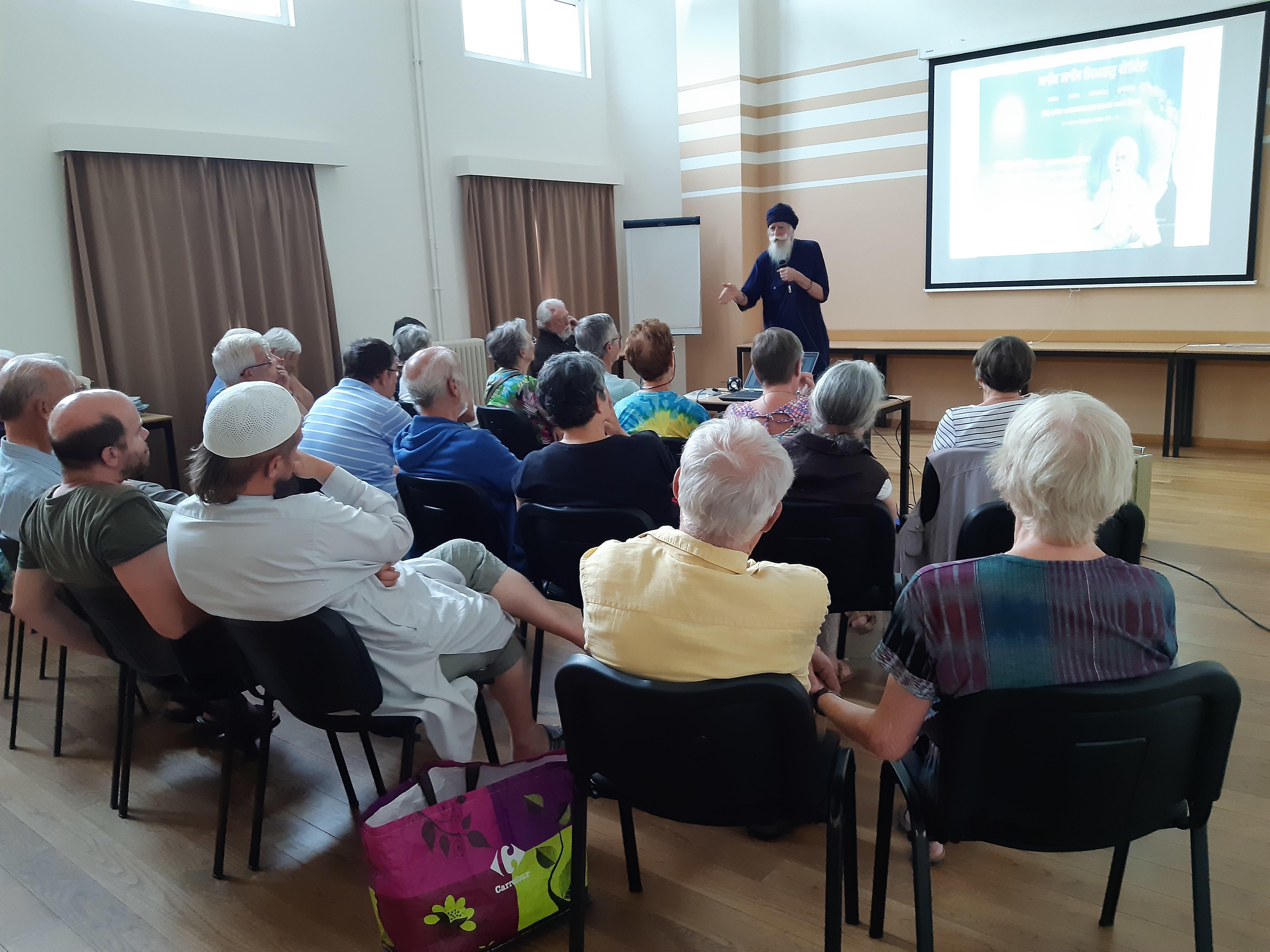 Foto van een lezing tijdens de vorige bijbeldag