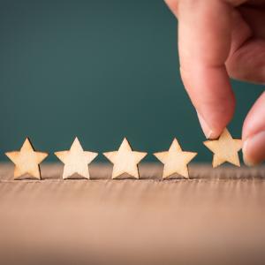 Gestion des avis clients en ligne : étoiles du système de notation