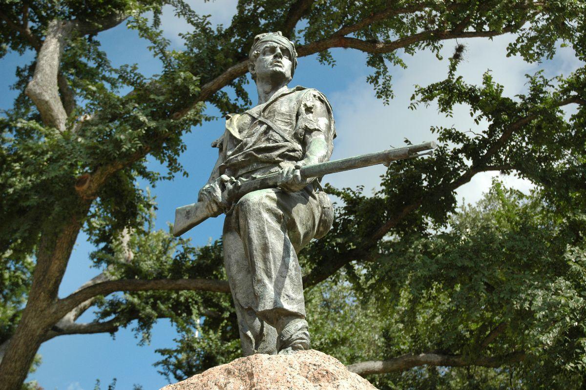 Confederate statue at DeLeon Plaza