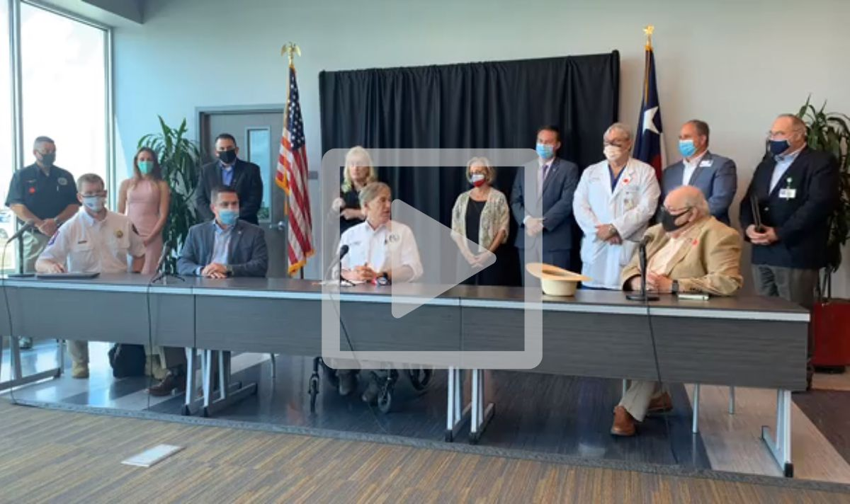 Governor Abbott with local leaders at press briefing