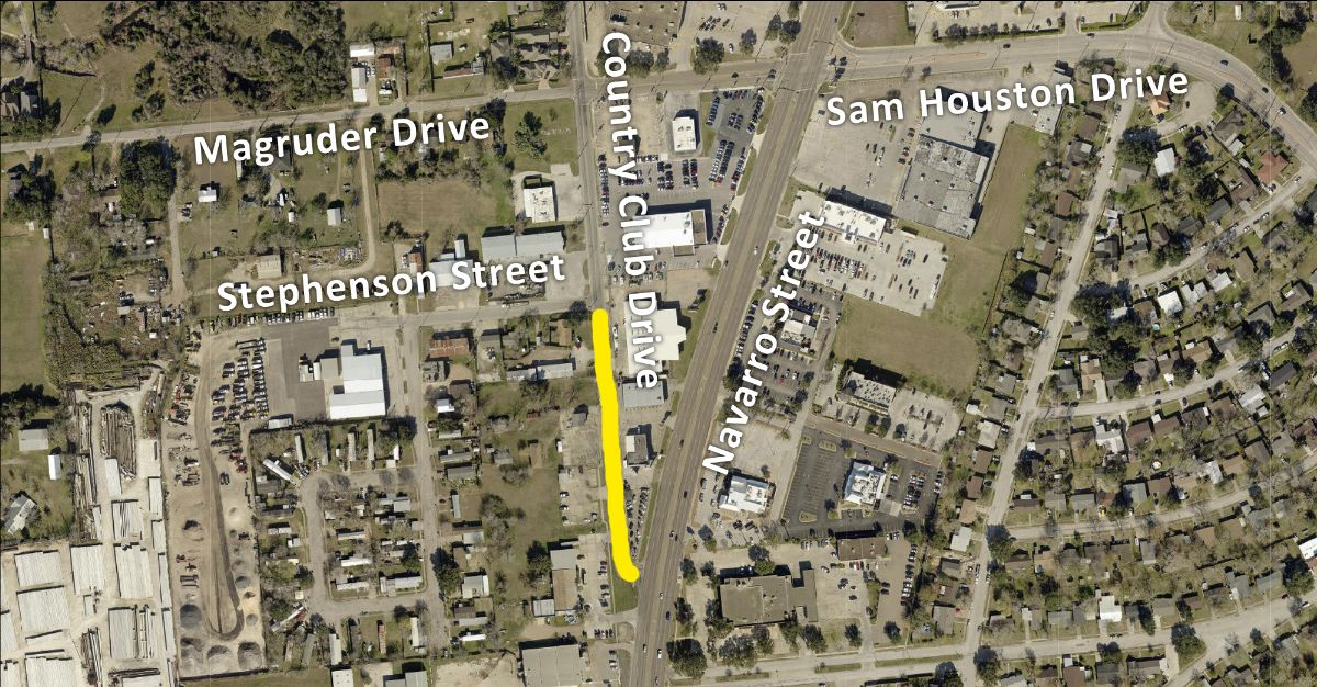 Map shows Country Club Drive closed to northbound traffic from Stephenson to Navarro.