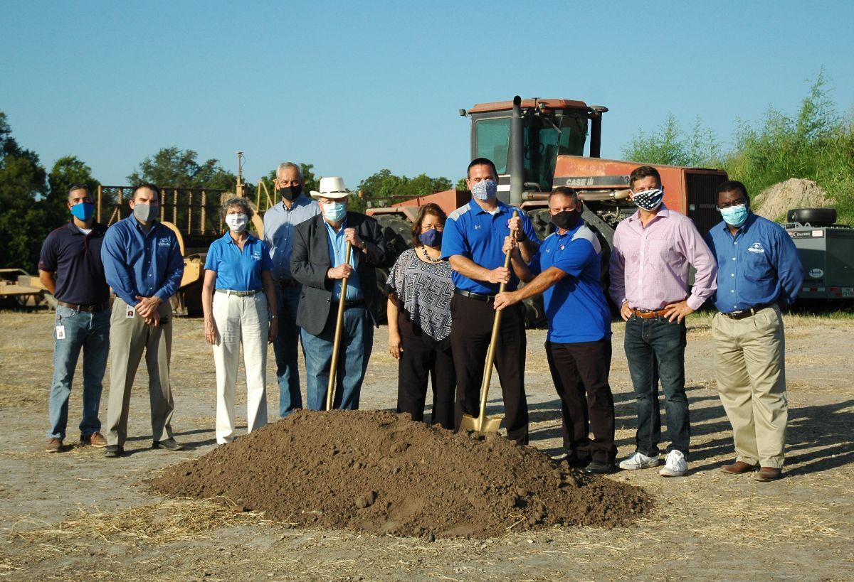 City leaders participate in groundbreaking