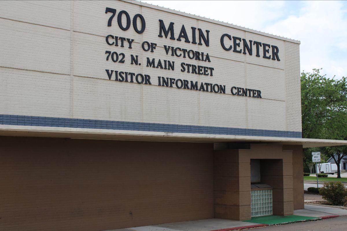 700 Main Center