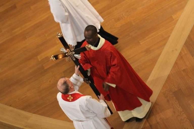 Vendredi Saint - vénération de la croix