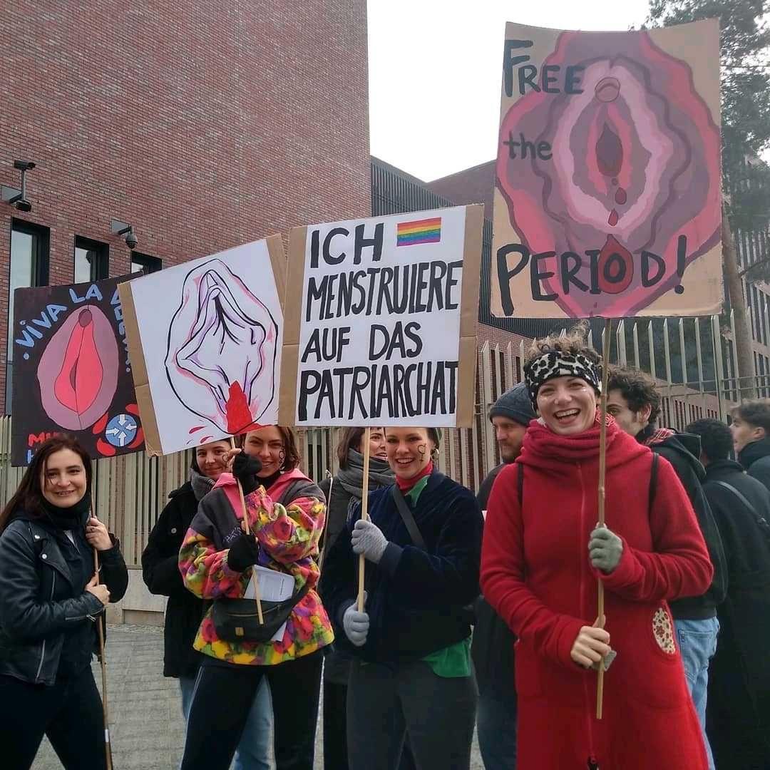 'Ich menstruiere auf das Patriarchat' ('I menstruate on the patriarchy')